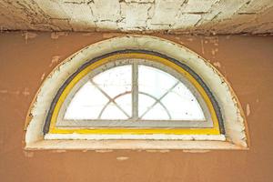 Auch die charakteristischen halbrunden Giebelfenster wurden gedämmt