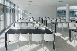 Akustikdecken regeln auch den Schall im Schüler-Café