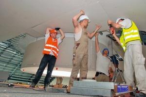 Mitarbeiter der Firma Lindner bei Trockenbauarbeiten auf der Baustelle des LOOP5 in Weiterstadt<br />
