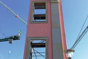 Rechts: Die Musterfassade des Landtags Brandenburg wurde mit Stahlhalterungen aus der M-Construct-Werkstatt befestigt