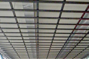 Decke auf Ebene 2 in 13 m Höhe: Zur Aufnahme der Windlasten war eine verstärkte Unterkonstruktion gefordertFoto: Baresel