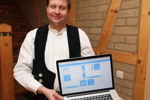 Vom Handwerker für Handwerker: Daniel Schilloks zeigt das von ihm erdachte Online-Tool Zeitwert<br />Fotos: Thomas Schwarzmann