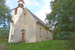 So sahen die Kirchen vor der Sanierung aus: Löcher in der Putzoberfläche ...