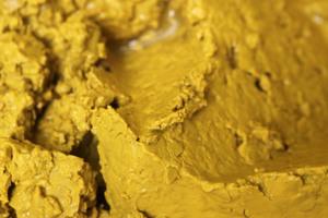 Die Resedapflanze liefert gelbe bis grünlich-gelbe und orangegelbe Farbtöne