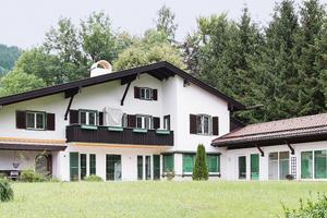 Die Villa am Tegernsee wurde in den 1960er-Jahren erbaut. Im Zug der Sanierung wurde auch der Boden renoviert und mit einer Fußbodenheizung ausgestattet<br />