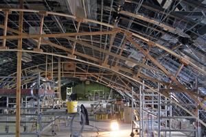 Unterkonstruktion aus Stahlprofilen für das Tonnengewölbe im Riesensaal