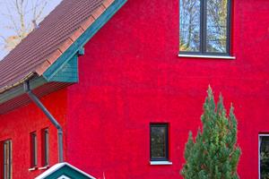 Der ursprünglich weiße Untergrund wurde durch den roten mehrmaligen Anstrich nicht gleichmäßig abgedeckt. Besonders stark markieren sich ÜberlappungsstellenFotos: Diessner