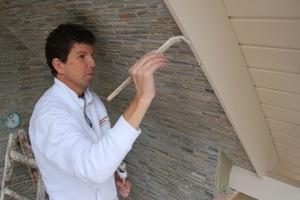 Hier werden die Windfedern eines Dachüberstandes lackiertFotos: Malerbetrieb Ahlemann