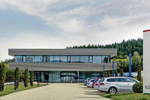 """Das Klaus Fischer Kundencenter am Stammsitz in Waldachtal <span class=""""bildnachweis"""">Fotos: fischer</span>"""