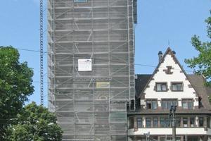 Das eingerüstete Schwabentor in Freiburg