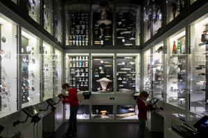 Die so genannte Zeppelin-Wunderkammer mit allerlei kuriosen Ausstellungstücken der Alltagskultur, die von der Zeppelin-Verehrung künden<br />