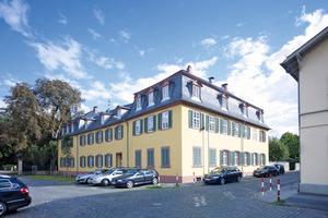 """Dank einer Innendämmung aus Holzfaserplatten konnte die namensgebende Barockfassade des """"Gelben Hauses"""" von Schloss Rumpenheim erhalten bleiben<br />Fotos: Homatherm / Chris Kister und Michael Janocha<br />"""