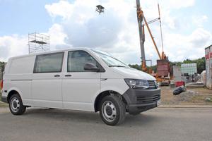 Der Volkswagen Transporter mit langem Radstand und 110kW starkem TDI-Motor hat eine Nutzlast von bis zu 1316kg