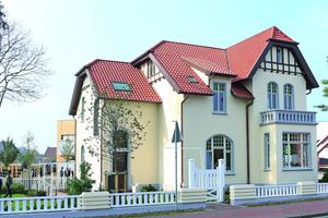"""Straßenseite der Villa Kösters in Löningen nach Abschluss der Sanierungs- und Restaurierungsarbeiten<span class=""""bildnachweis"""">Foto: Remmers</span>"""