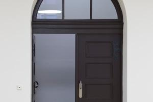 Der Türbogen mit Tür nach Abschluss der Dämmarbeiten<br />