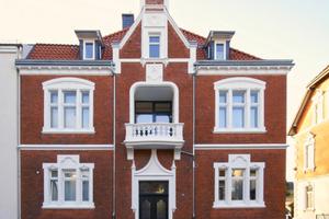 Die Fassade des Hauses in der Roonstraße nach Abschluss der Sanierungs- und Umbauarbeiten<br />Fotos: Thomas Spooren