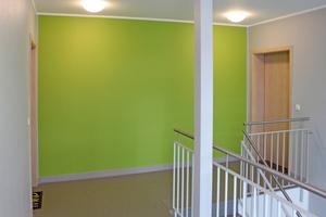 Alle Wohnungen erhielten neue Eingangstüren. Die Treppenhäuser sind jetzt mit LED-Leuchten und neuen Böden ausgestattet