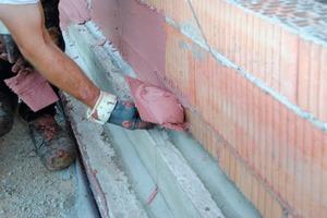 Die Beschichtungs- masse Imberal RSB 55Z wird überwiegend eingesetzt im Bereich der Wandquerschnittsabdichtung und der Abdichtung von Klinker-aufstandsflächen
