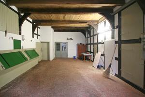 Einer der wenigen noch intakten Lehmfußböden in der Deele eines Bauernhauses im Bielefelder Ortsteil HoltkampFotos: Thomas Wieckhorst
