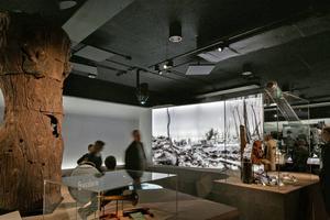 In Mattschwarz sind die Holzwolleakustikplatten an den Decken im Imperial War Museum vollkommen reflexionsfreiFotos: Heradesing