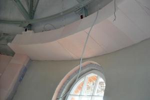 Runde Wände: die Innendämmplatten mussten angepasst werden ⇥ Fotos: Redstone/Schultz & Kühnapfel Innenausbau
