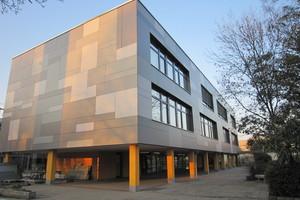 Links: Ein weiterer Preis ging an das Büro Rongen Architekten für das Gymnasium Baesweiler<br />Fotos (2): Isover