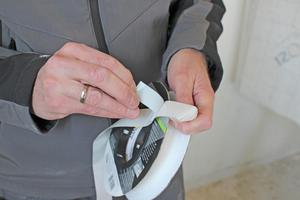 Klett-Klebepatches erleichtern die Montage der Dampfbremsfolie
