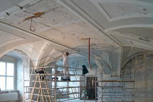 Der Stuck vieler Räume und Gänge der Klosteranlage erforderte bei der Restaurierung und farbigen Ausmalung von den Handwerkern viel Fingerspitzengefühl<br />Fotos: Brückner &amp; Brückner Architekten<br />