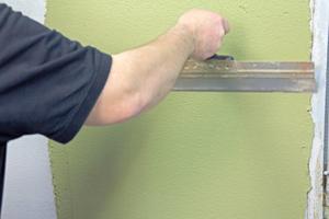 Erst den Unterputz und nach dem Trocknen dann die zweite Putzschicht aufziehenFotos: Heck Wall Systems