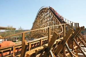 Seit 2009 ist die 25 m hohe Holzachterbahn die Attraktion schlechthin im Freizeitpark Plohn<br />Fotos: Heco<br />