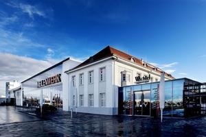 """Das """"Meilenwerk"""" in Böblingen bei Stuttgart: Aus dem ehemaligen denkmalgeschützten Landesflughafen ist nach der Umnutzung ein Reiseziel für Oldtimer-Fans geworden. Im Empfangsgebäude mit Tower ist heute ein Themenhotel untergebracht<br />"""