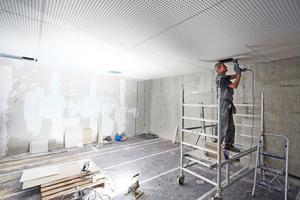 Die Raumakustik und die Einbindung einer hohen Installationsdichte spielten beim Innenausbau eine große Rolle