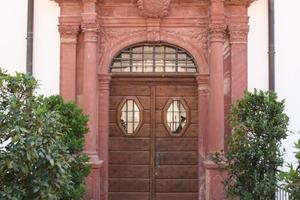 Ein barockes Portal markiert den Eingang in den Koversenbau<br />