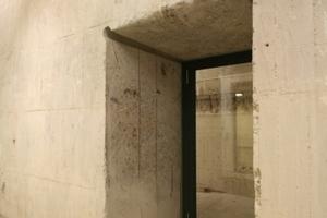Durchbruch mit Tür durch die 2 m dicken Bunderwände<br />