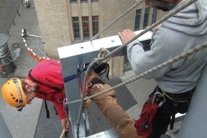 Industriekletterer arbeiten in luftiger Höhe – sicher am Seil<br />