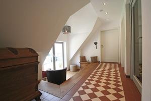 Die abgesenkte Sitznische hinter der Zwerggaube im Dachgeschoss der Remise<br />Fotos (2): Thomas Wieckhorst<br />