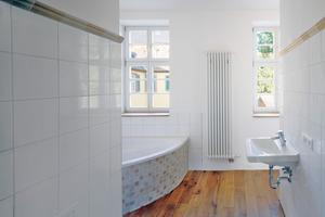 """Durch die Sanierung entstanden im """"Gelben Haus"""" hochwertige Wohnräume mit glatten, geraden Wänden<br />Fotos: Homatherm / Chris Kister und Michael Janocha<br />"""