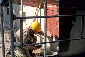 Gearbeitet wird von der Gebäudeecke aus in die Fläche<br />