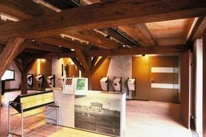 Hinter der Betonwand (im Bildhintergrund) verbirgt sich das Fluchttreppenhaus, dank dem (in Verbindung mit einer Rauchmeldeanlage) die historische Innenausstattung unverkleidet erhalten bleiben konnte<br />Fotos (2): Rutsch+<br />Rutsch<br />