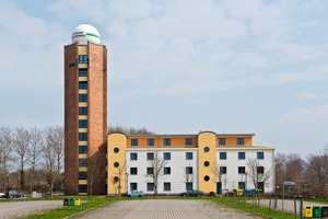 Der markante Turm der ehemaligen Wetterstation Warnemünde wurde von innen mit Ytong Mulitpor Mineralplatten gedämmt und dient nach wie vor der benachbarten Jugendherberge<br />