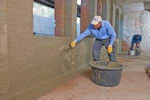 Spritzbewurf auf Backsteinmauerwerk