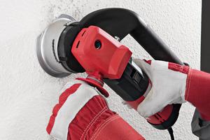 Typische Anwendung für den Maler: Perforieren von alter Rauhfasertapete<br />
