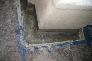 Abschluss der Sanierungsarbeiten – die Hohlkehle im Boden-Wand-Anschlussbereich ist erstellt, und die Horizontalsperre wurde eingepresst<br /><br />