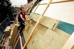 Durch das schmale Sonderformat der doppellagig verlegten Dämmplatten (2x80 mm) konnte die gebogene Dachgeometrie optimal nachgebildet werden