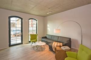 Die Ferienwohnungen mit Blick auf die Havel sind barrierefrei und mit hochwertigen Oberflächen ausgestattet