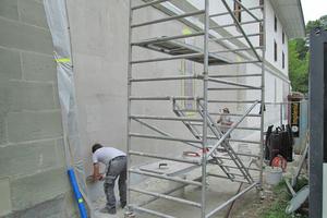 Ausführung der Sanierungsarbeiten mit einem bis zu 20 mm dicken Sanierputz⇥Fotos: epasit