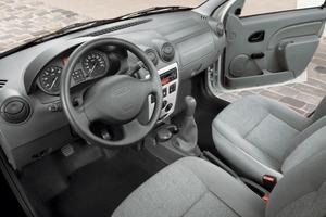 Hier klappert nichts: Der solide verarbeitete Innenraum des Dacia Logan