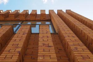 Die Fassade besteht aus Klinker im schmalen Sondermaß<br />