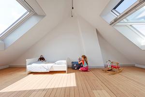 """Das lichtdurchflutete Spielzimmer im ausgebauten Dachgeschoss<span class=""""bildnachweis"""">Fotos: Velux/Adam Mørk</span>"""