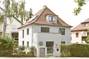 Von außen hat sich am Stuttgarter Würfelhaus mit Walmdach durch den Umbau nicht allzu viel verändert